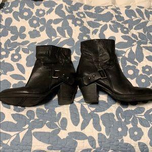 Black Nine West booties 7 1/2